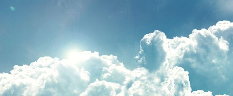 RENAULT-Clouds-Woman